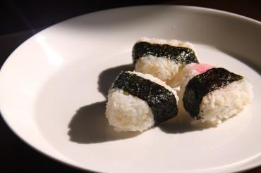 우메보시와 명란 주먹밥