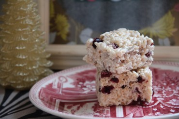 Green Pumpkinseed and Cranberry Crispy Bars